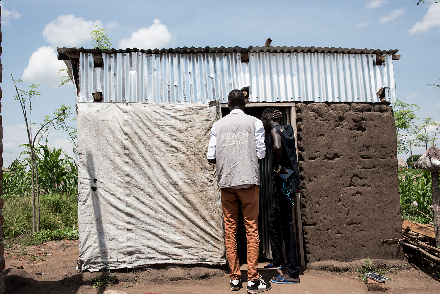 REACH staff gather data on the needs and services of refugees living in Uganda. (© Christian Jepsen 2018)